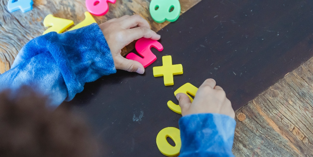 children playing with numbers